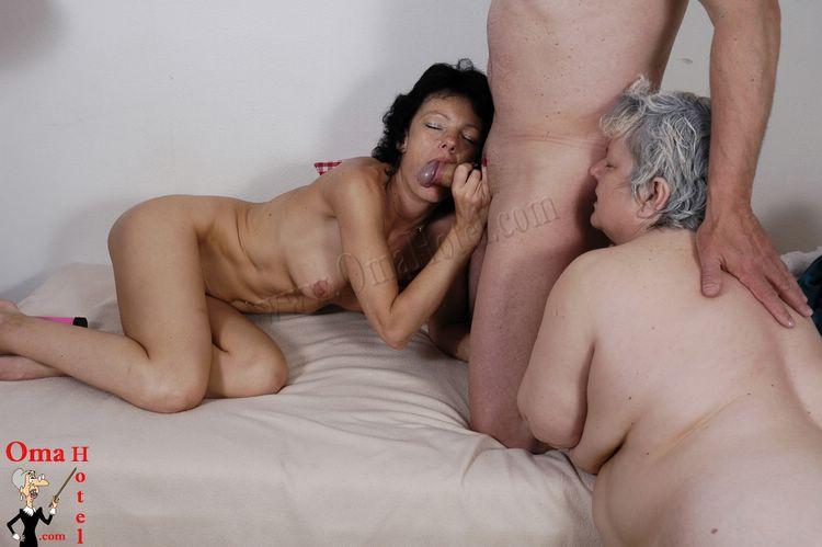 Lesbian Oldman Thumbs 71