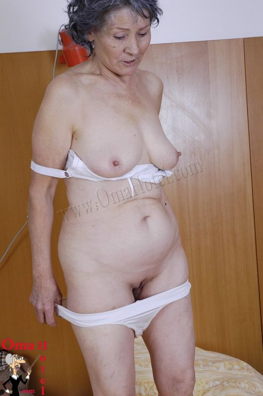 Granny Naked Gallery 104