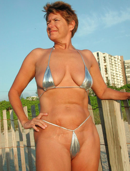 Granny bikini porn